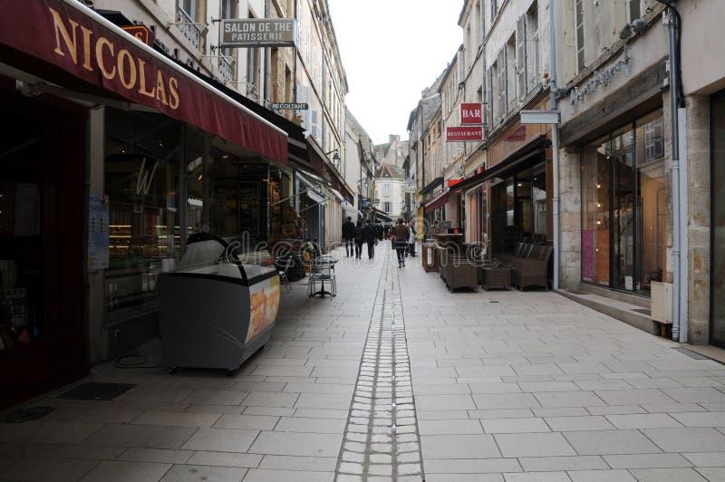 De härliga och forntida gatorna av beaune burgundy Frankrike arkivbild
