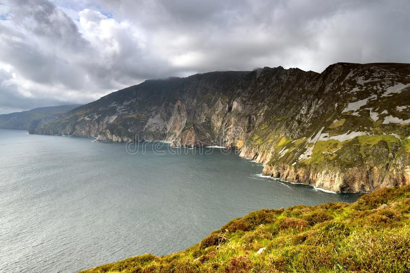 De högsta klipporna av Irland arkivbilder