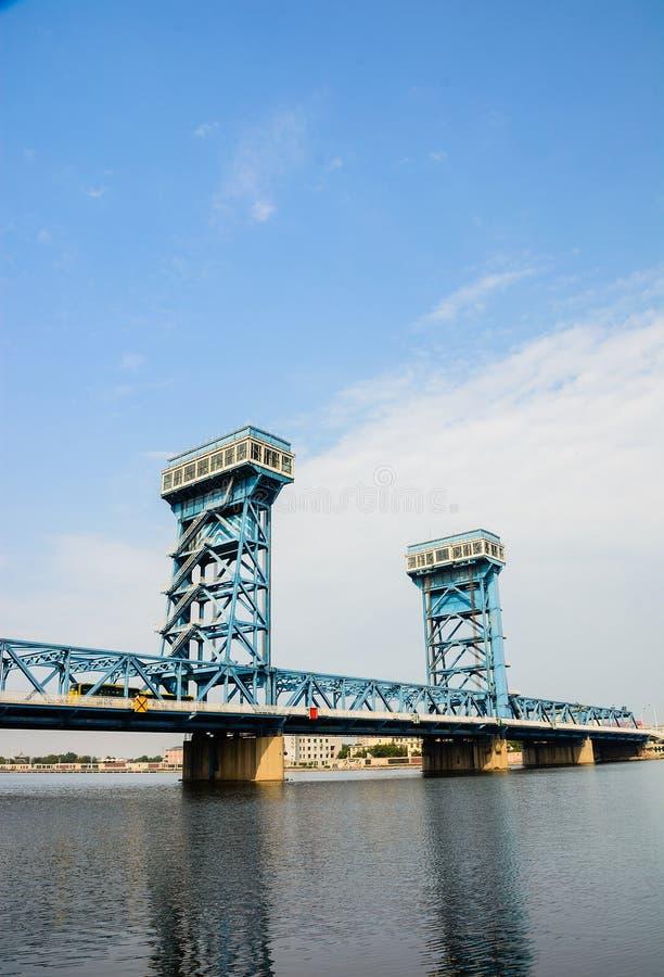 De Haimensen overbruggen met blauwe hemel bakground in Tianjin-stad Haihe dis stock foto