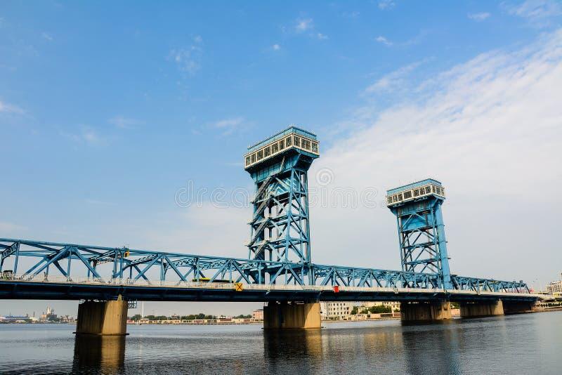 De Haimensen overbruggen met blauwe hemel bakground in Tianjin-stad Haihe dis stock foto's