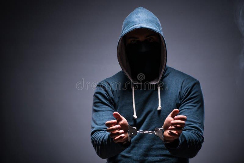 De hakker voor deze misdaden wordt gevangen die stock foto's