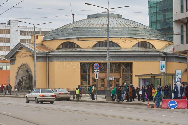 De hal van de metropost in Moskou stock foto's