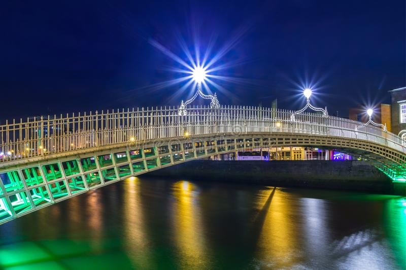 De halfpenny brug in Dublin stock fotografie