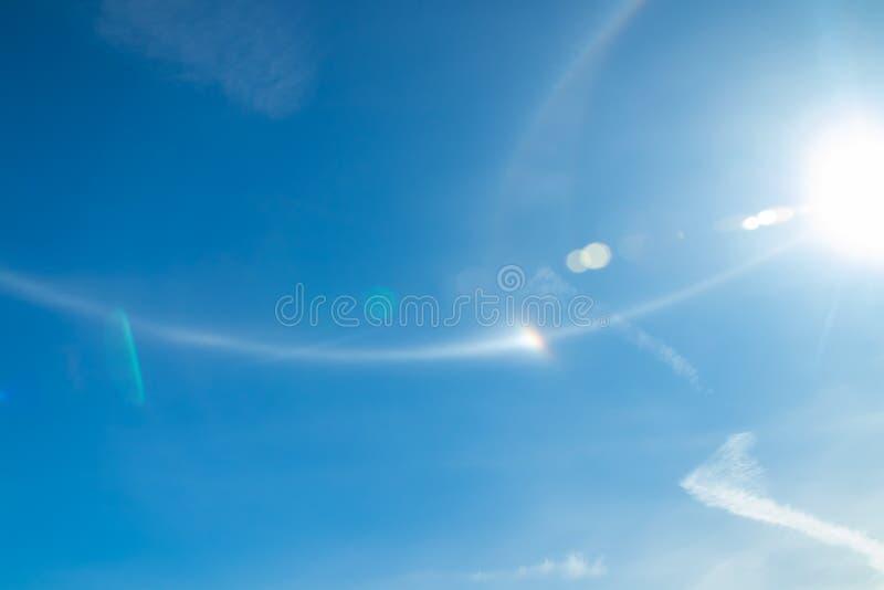 De halolicht van Nice met zon bij de zomerochtend in Naantali, Finland stock foto