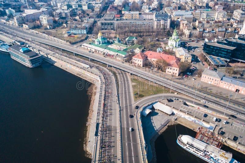 De halve marathon van Kyiv van novaposhta Lucht Mening stock afbeeldingen