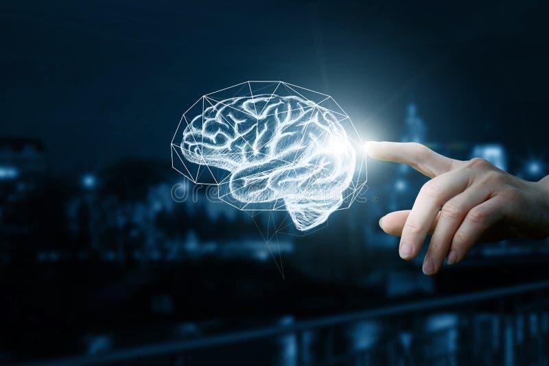 De hand klikt op de hersenen stock foto