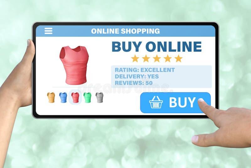 De hand met tabletcomputer die de knoop onttrekken koopt op abstracte bokehachtergrond - online het winkelen technologieconcept stock afbeelding