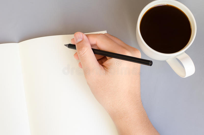 De hand schrijft op het notitieboekje royalty-vrije stock afbeeldingen