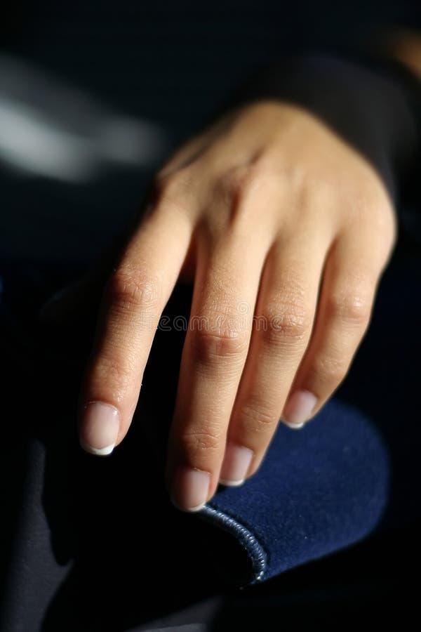 De hand van de jonge vrouw royalty-vrije stock afbeelding