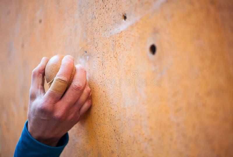 De hand van de klimmer stock afbeelding
