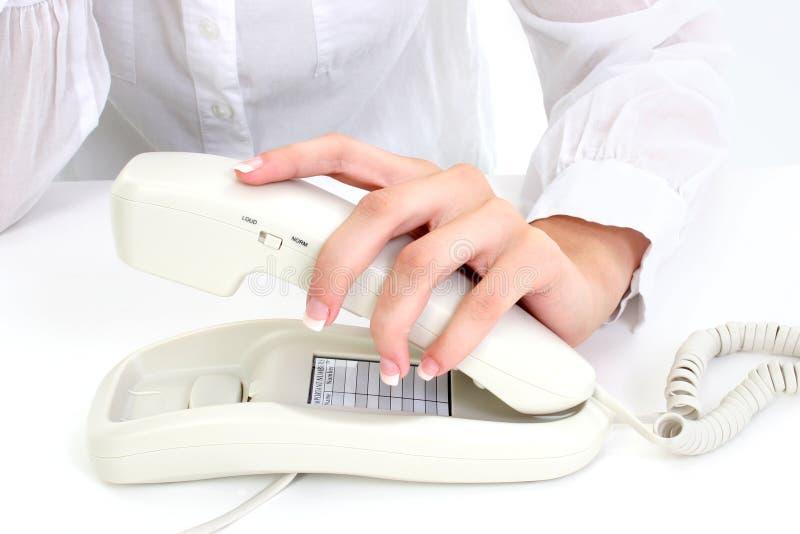 De Hand van Manicured op Telefoon stock fotografie