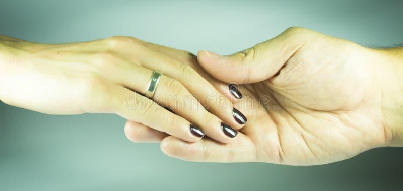 De Hand Van Vrouwen En Man Royalty-vrije Stock Foto