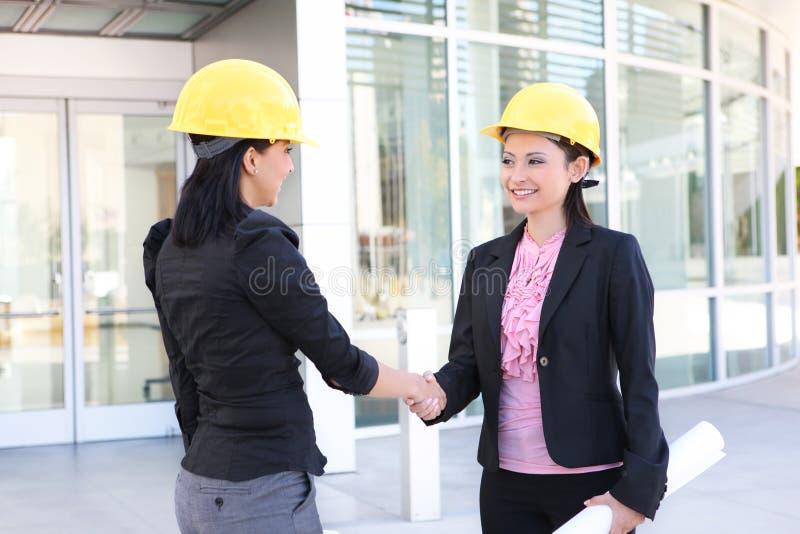 De Handdruk Vrouwen van de bedrijfs van de Bouw stock foto's