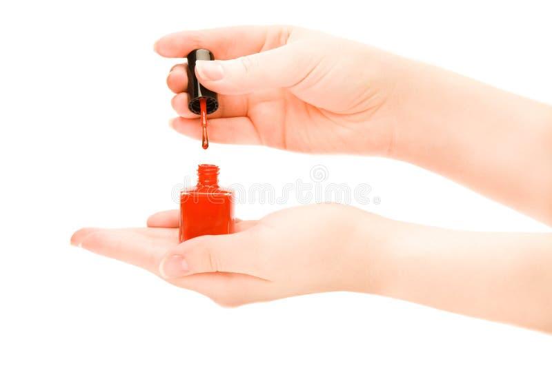 De handen die van de vrouw een fles nagellak houden royalty-vrije stock fotografie