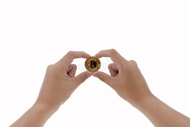 De handen die van de mens cryptocurrency gouden bitcoin houden royalty-vrije stock foto's