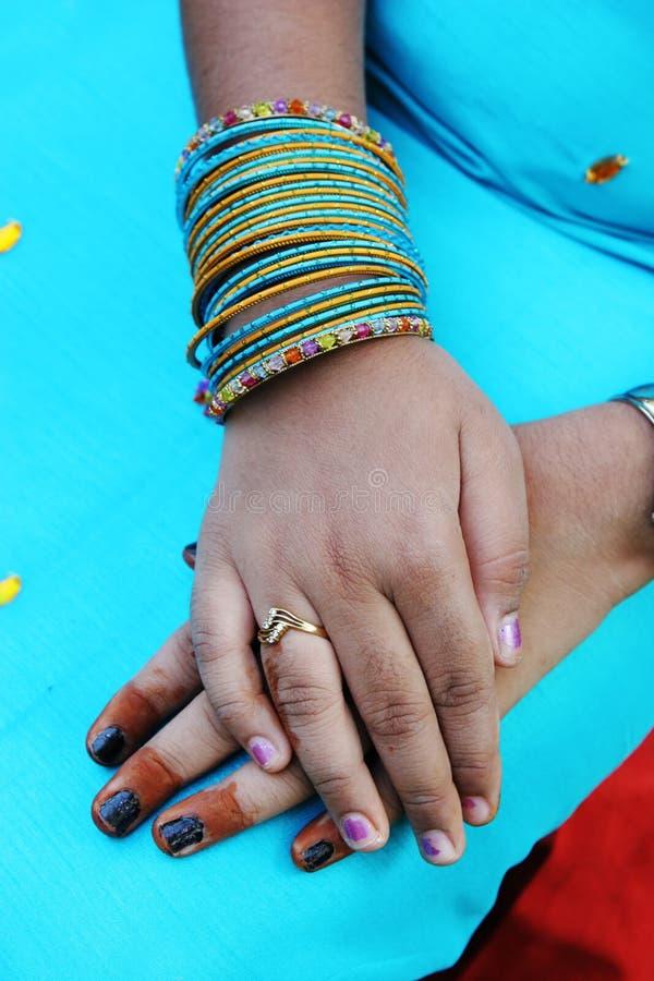 De handen van de henna stock foto