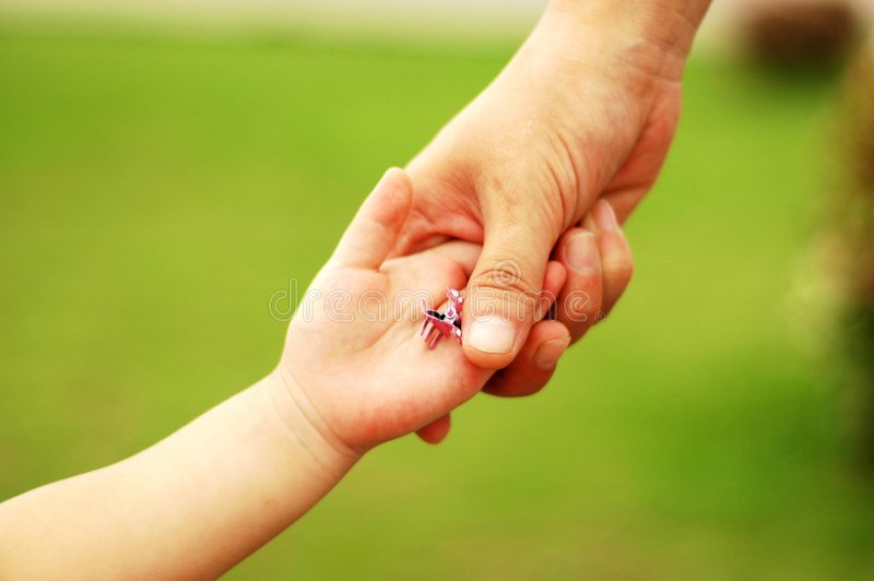 De handen van Mum&child stock afbeelding