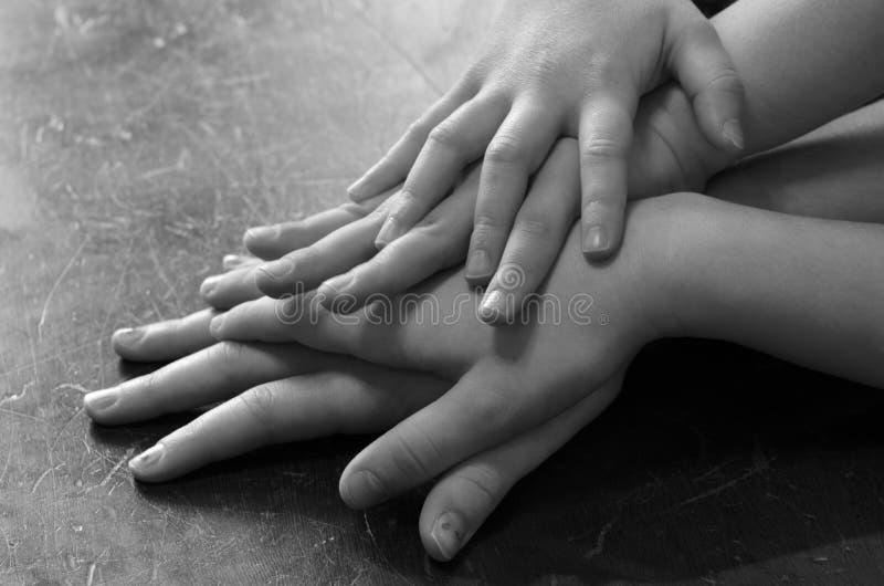 De Handen van verscheidene Kinderen op familie royalty-vrije stock foto's