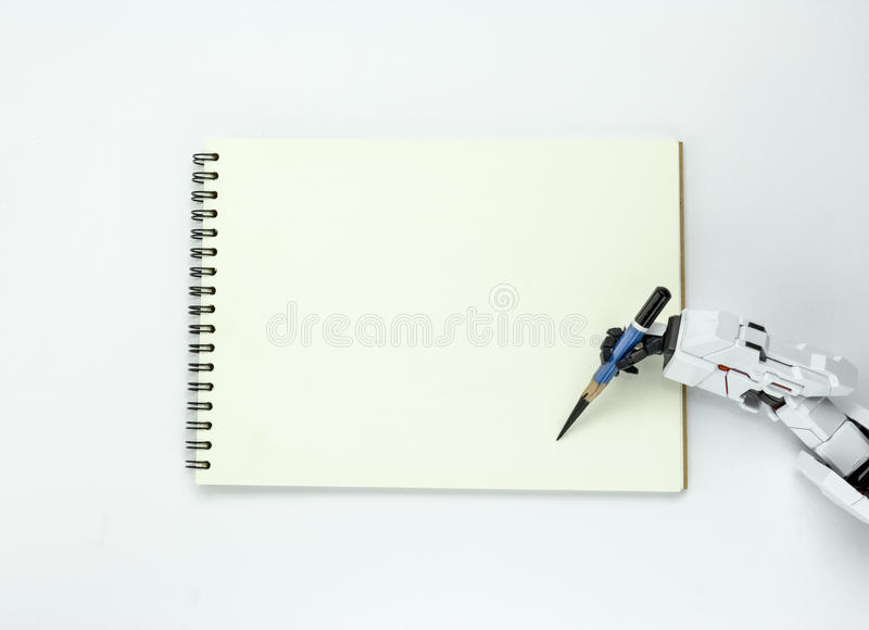 De handrobot houdt een potlood schrijvend op achtergrond stock foto's