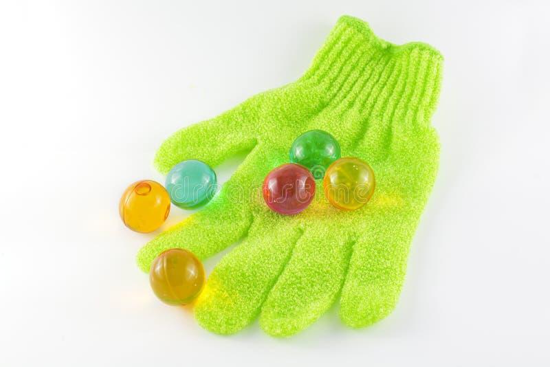 De handschoen van het bad en badparels stock foto