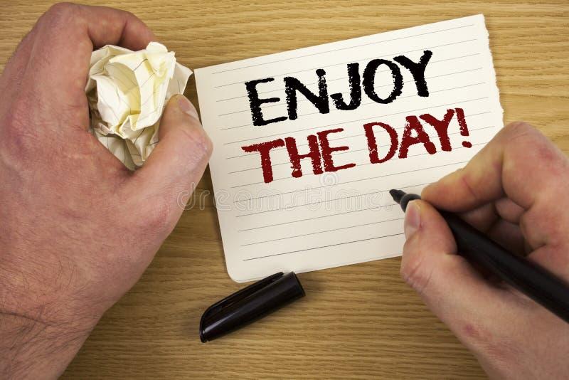 De handschrifttekst geniet van de Dag Motievenvraag Concept die Plezier Gelukkige Levensstijl het Ontspannen Tijdteksten twee bet royalty-vrije illustratie