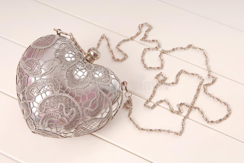 De handtas van de metaalavond met ketting, koppeling heeft hartvorm stock afbeelding