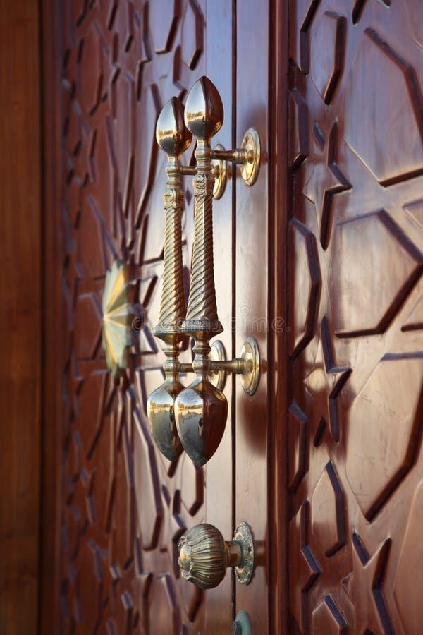 De handvatten van de bronsdeur stock foto