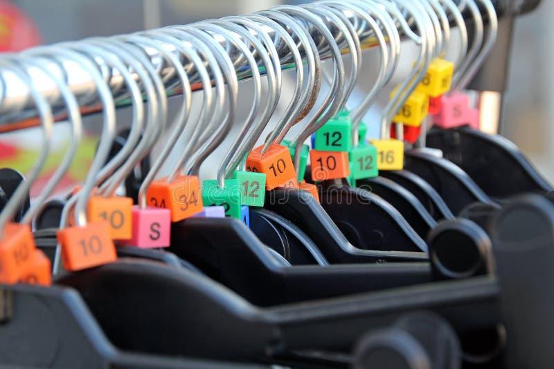 De hangers van de liefdadigheidswinkel royalty-vrije stock fotografie