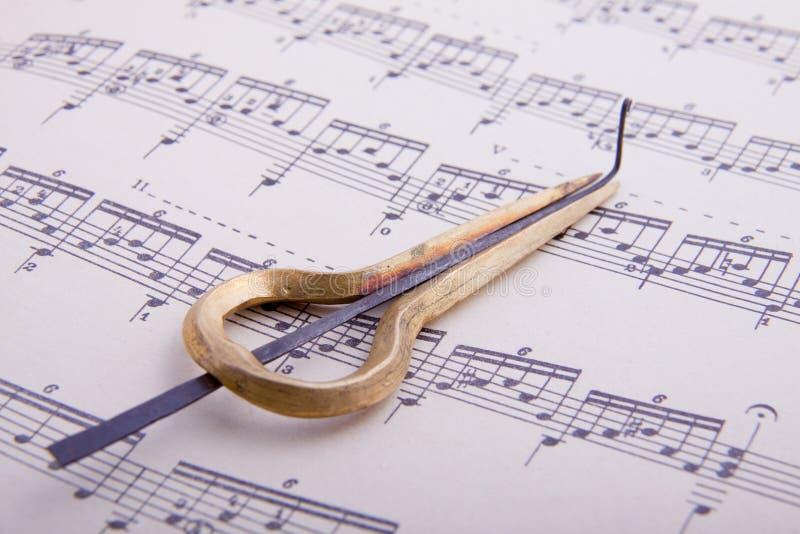 De harp van Jood op muziekboek stock afbeeldingen