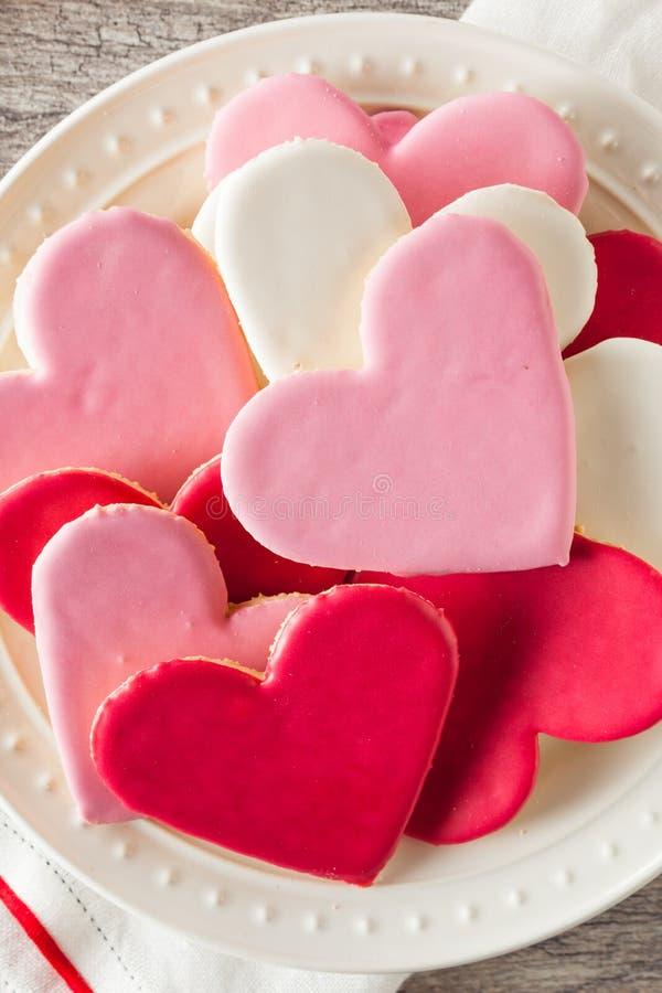 De hart Gestalte gegeven Dag Sugar Cookies van Valentine stock afbeeldingen