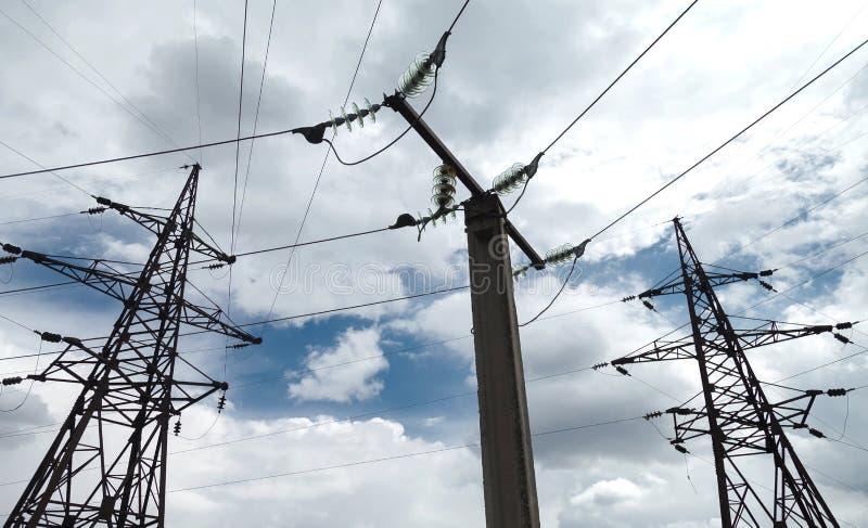De haute résistance aux réseaux électriques images stock