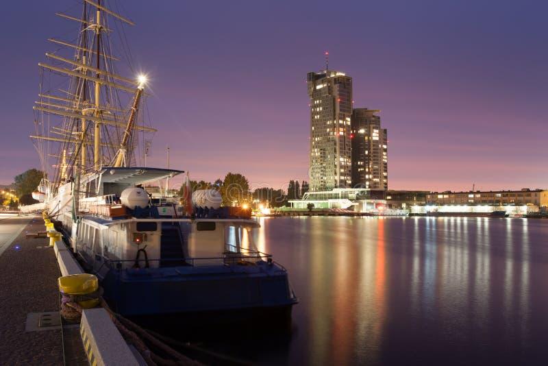 De haven en overzeese van Gdynia torens stock fotografie