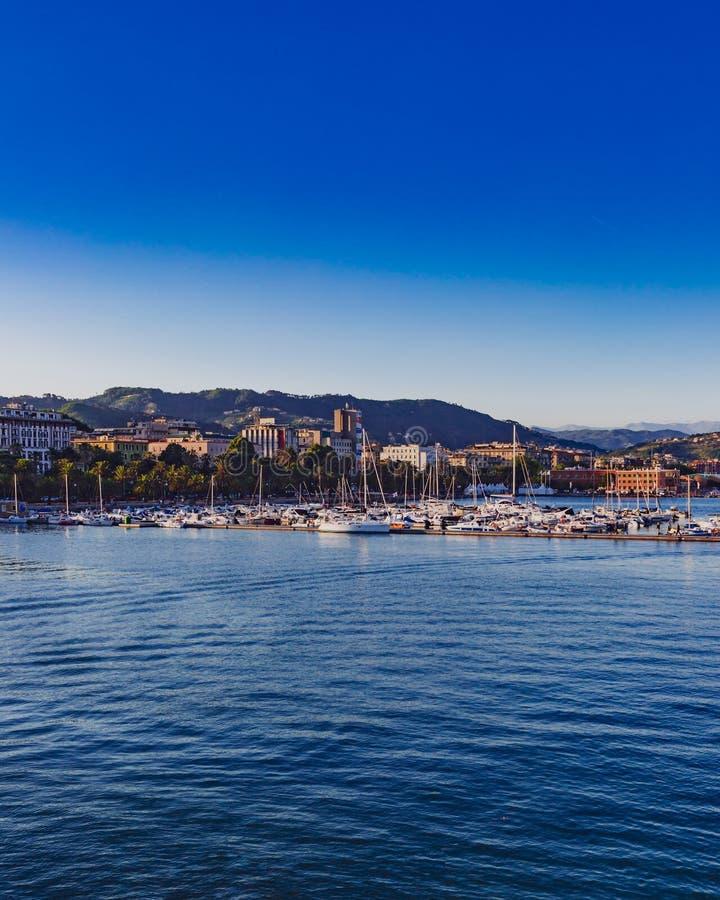 De haven en de stad van La Spezia, Italië stock afbeelding
