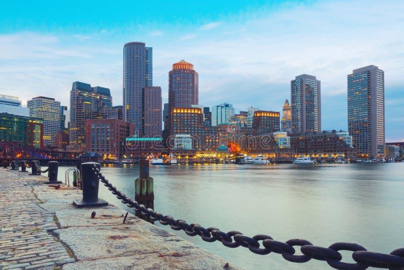 De Haven van Boston en Financieel District bij zonsondergang Boston, Massachusetts, de V.S. royalty-vrije stock foto