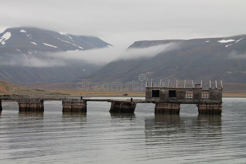 De haven van de Colesbuktasteenkool, Svalbard, Noorwegen stock foto's