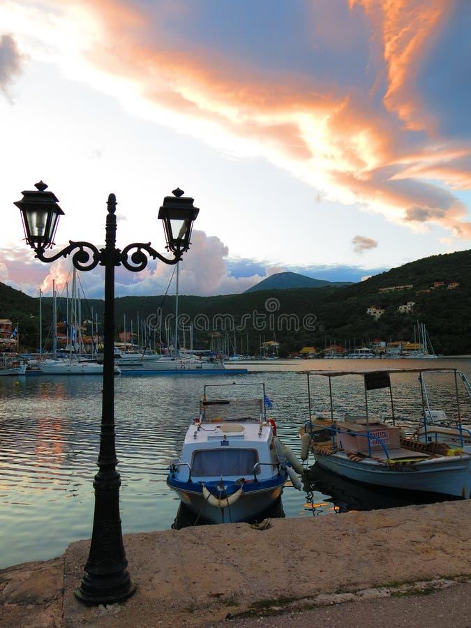 De haven van de Sivotabaai bij zonsondergang stock foto