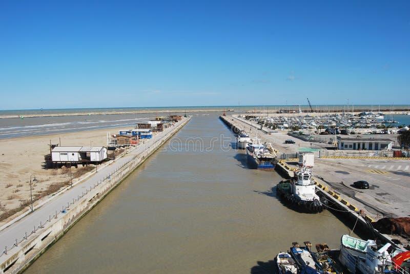 Pescara Strand de de waterkanthaven en het strand pescara stock