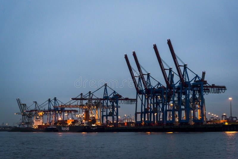 De haven van Hamburg op de Elbe rivier, Hamburg, Duitsland royalty-vrije stock foto