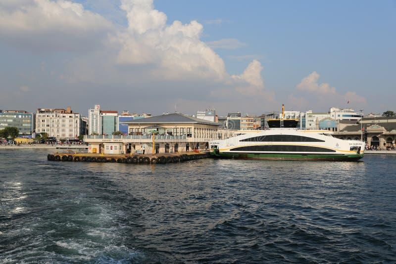 De haven van de Kadikoyveerboot stock afbeeldingen