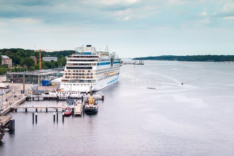 De haven van Kiel in Duitsland bij de kust stock afbeelding