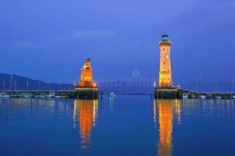 De haven van Lindau bij schemer stock afbeelding
