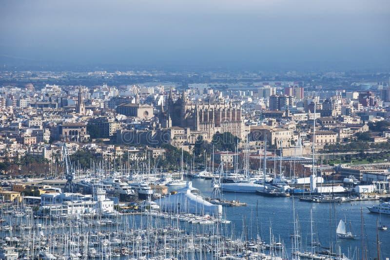 De Haven van Palma DE Mallorca: Haven en kathedraal stock afbeeldingen