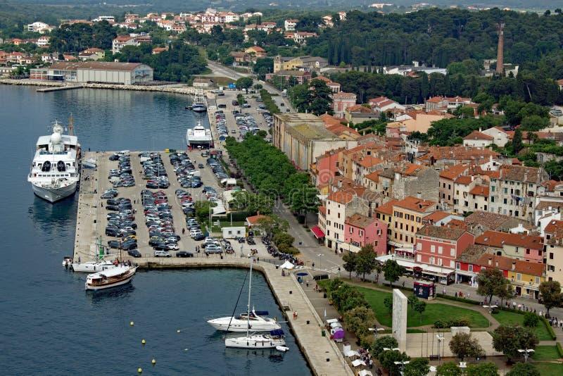 De haven van Roviny Istria - Luchtmening stock afbeelding