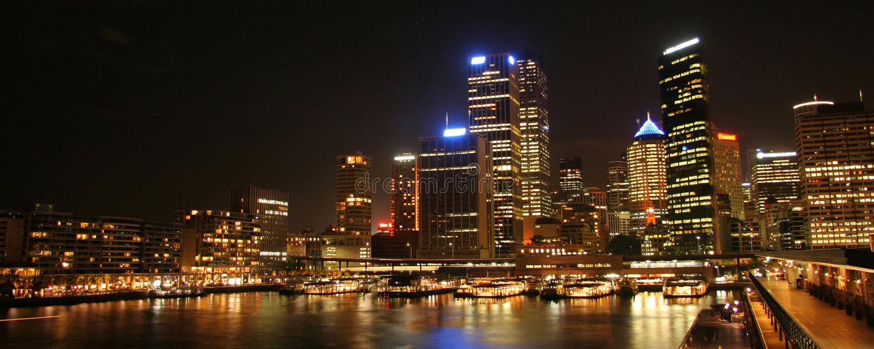 De Haven van Sydney bij nacht stock foto's