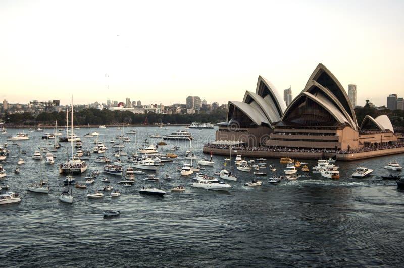 De haven van Sydney met Operahuis - panorama op 19 van Februari 2007 tijdens Koningin Elizabeth 2 het bezoek dat van het cruisesc stock fotografie