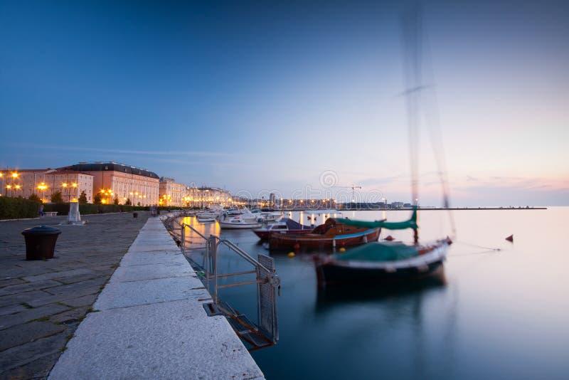 De haven van Triëst bij nacht royalty-vrije stock foto's
