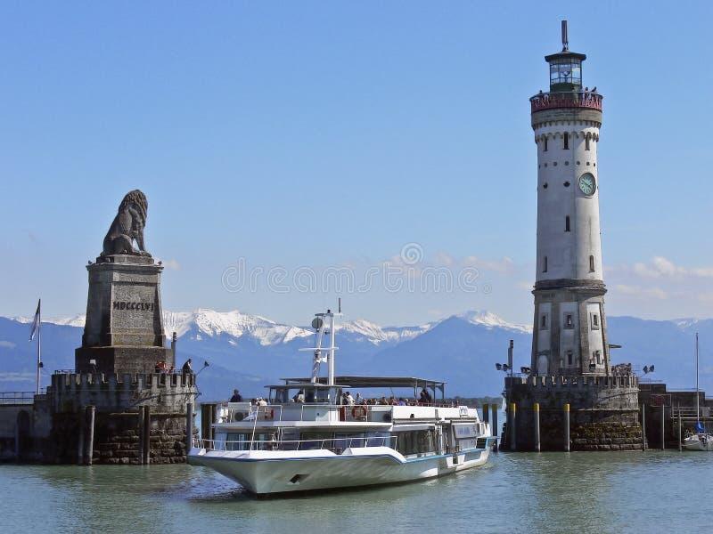 De haveningang van Lindau stock afbeeldingen