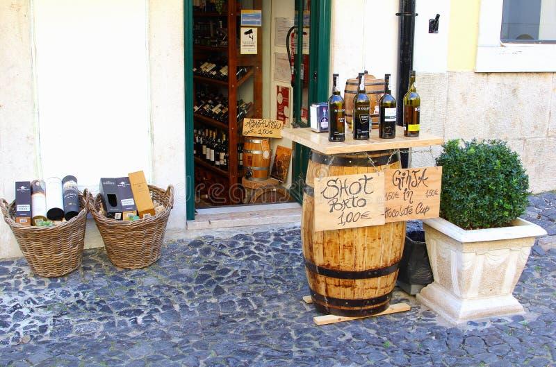 De Havenwijn van de flessenwinkel het proeven, Lissabon stock fotografie