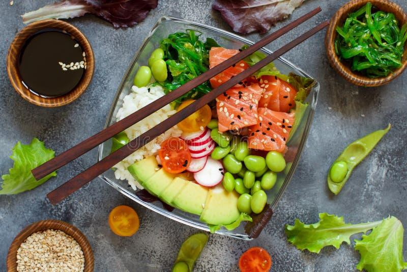 De Hawaiiaanse salade van de zalmpor stock afbeeldingen