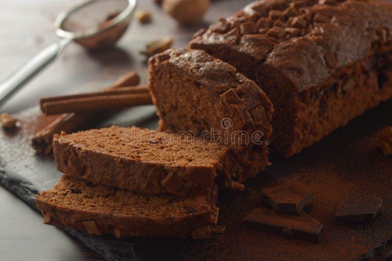 De heerlijke cake van de veganistchocolade De cake van het chocoladepond of biscuitgebak Dessert royalty-vrije stock foto's